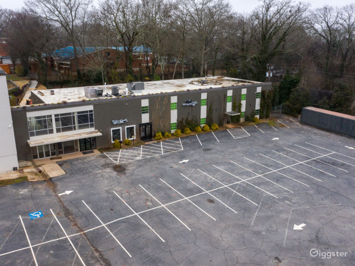 Lakewood Atlanta Basecamp -Large parking lot Photo 3