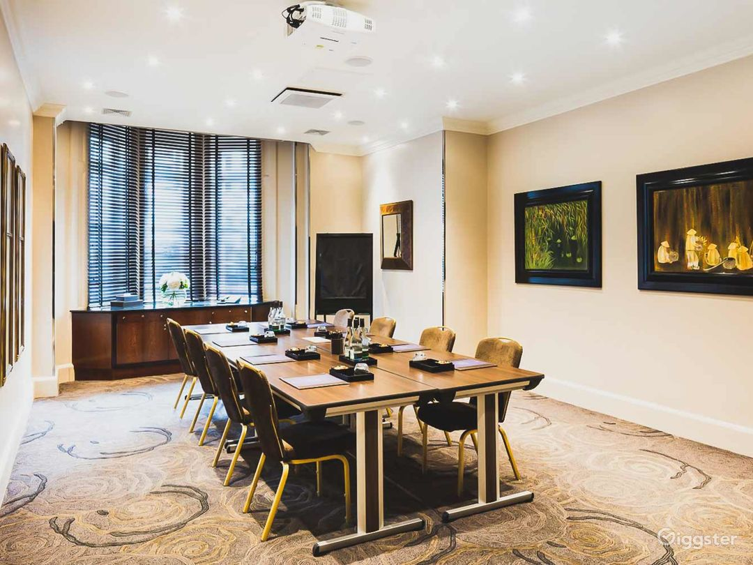 Bright Private Room 7 in Great Russell Street, London Photo 1