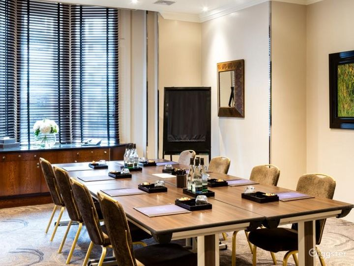 Bright Private Room 7 in Great Russell Street, London Photo 2