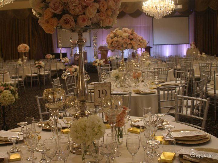 Spacious Elegant Banquet Hall Photo 2