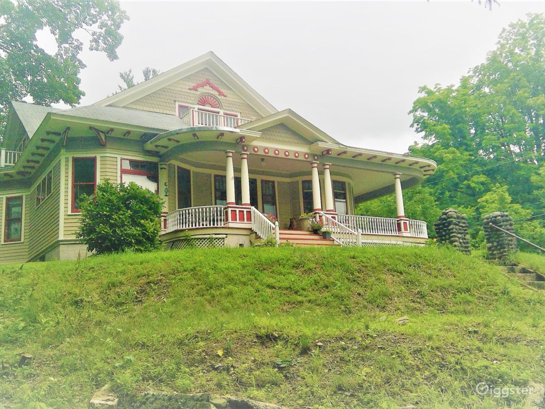 Hilltop Victorian with Spaces to Play!  Photo 1