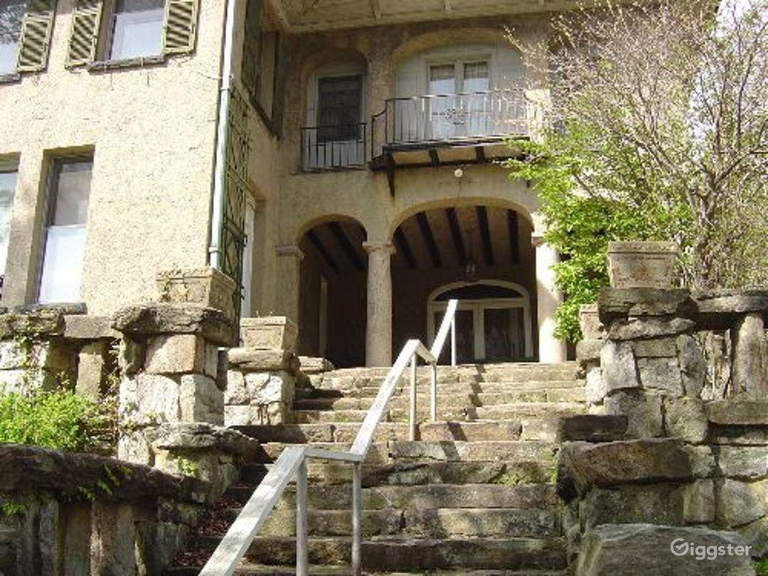 Large resort estate with acreage: Location 4058 Photo 1