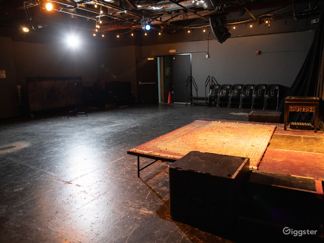 Intimate Hollywood Theatre Photo 3