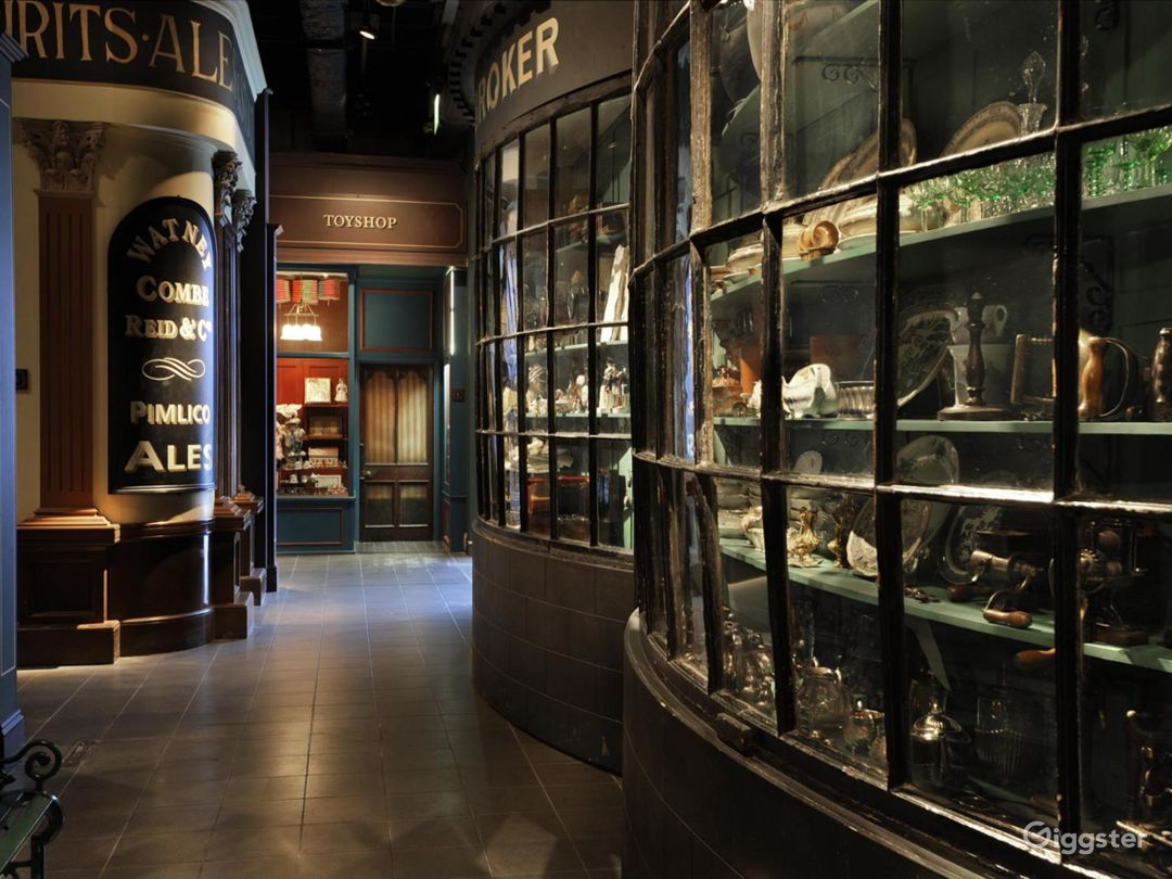 Modern Classy Galleries inside the Museum in London Photo 1