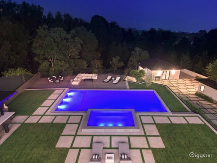 Brentwood Mansion Photo 2