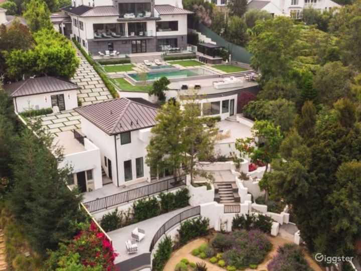Brentwood Mansion Photo 3
