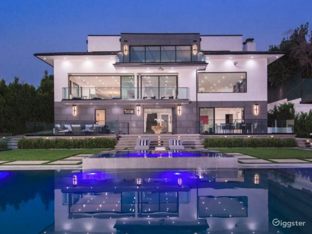 Brentwood Mansion Photo 1