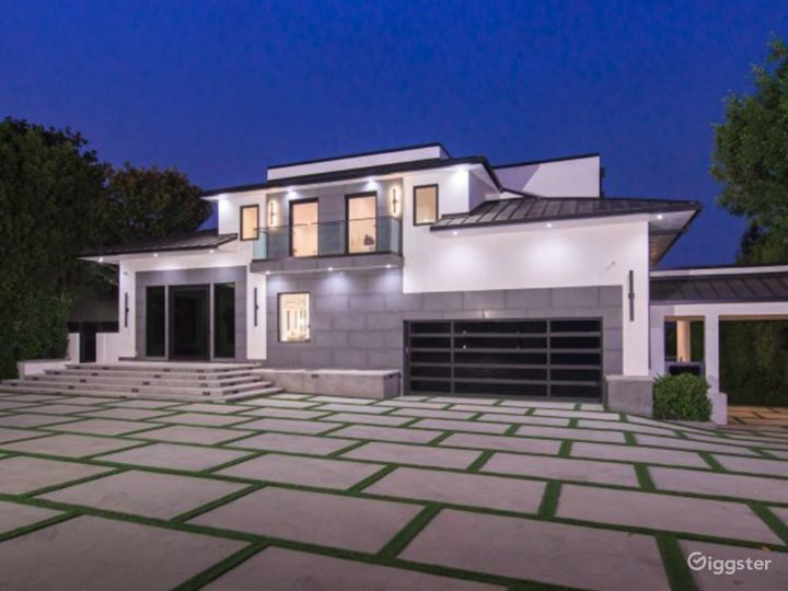 Brentwood Mansion Photo 5