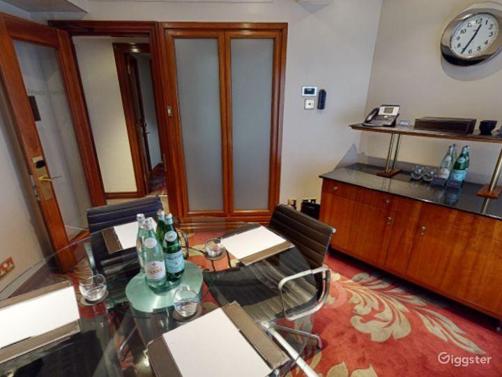 Superior Private Room 36 in London, Heathrow Photo 5