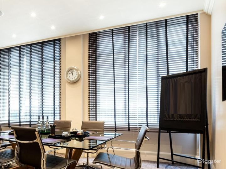 Well-lighted Private Room 8 in Great Russell Street, London Photo 2