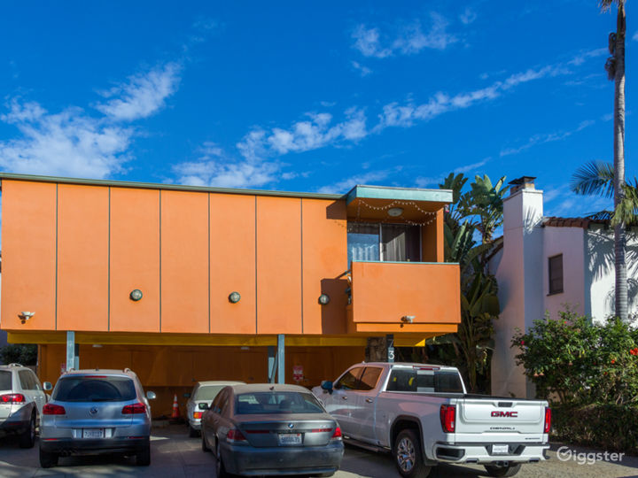 Colorful 2 Bedroom Apartment in West Hollywood Photo 2