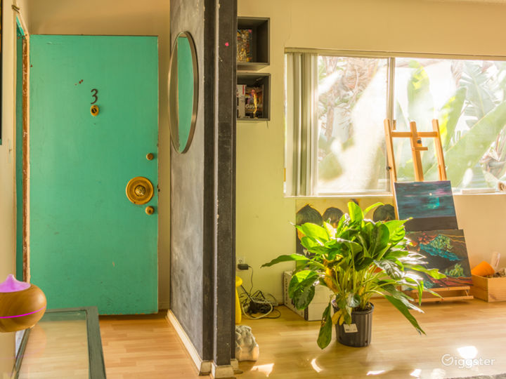 Colorful 2 Bedroom Apartment in West Hollywood Photo 3