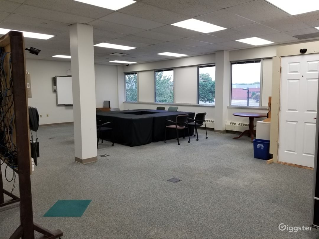 Spacious Office, With Large Open Areas Photo 4