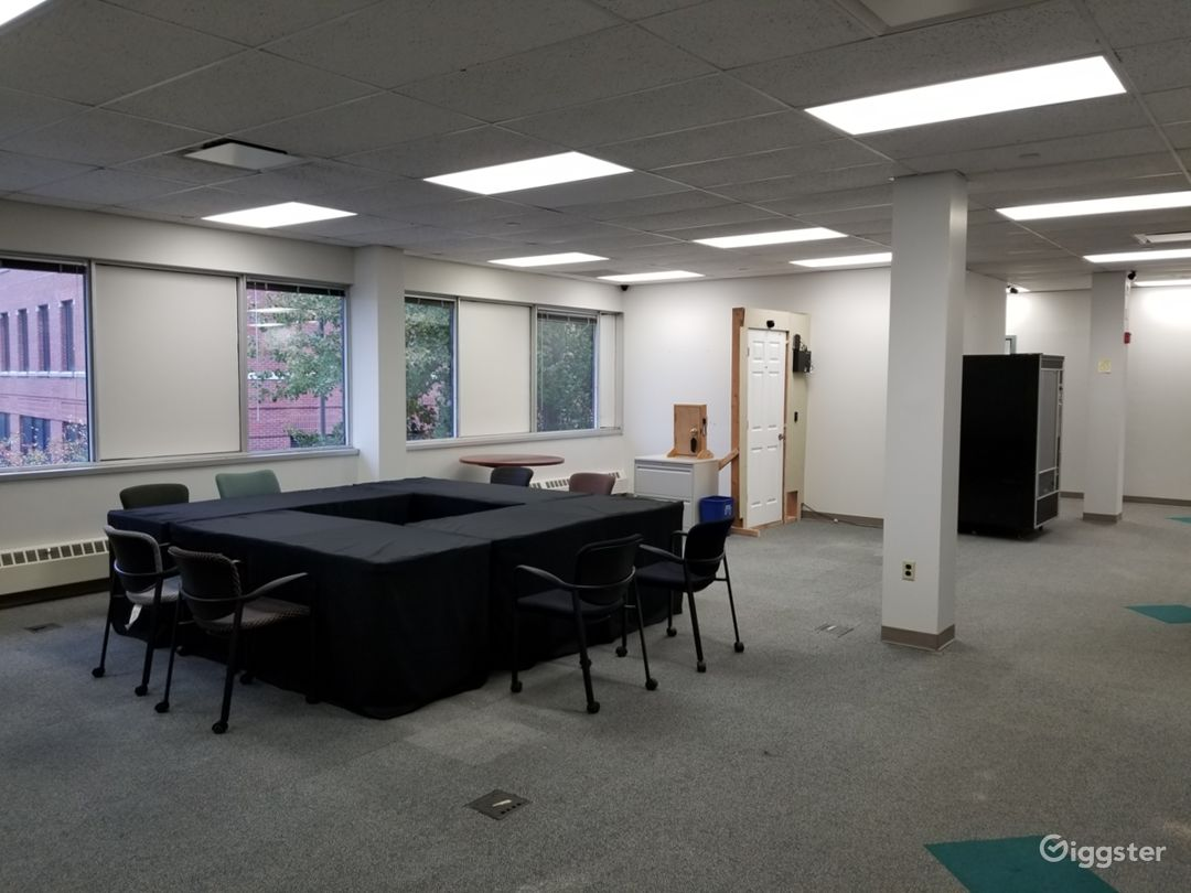 Spacious Office, With Large Open Areas Photo 3