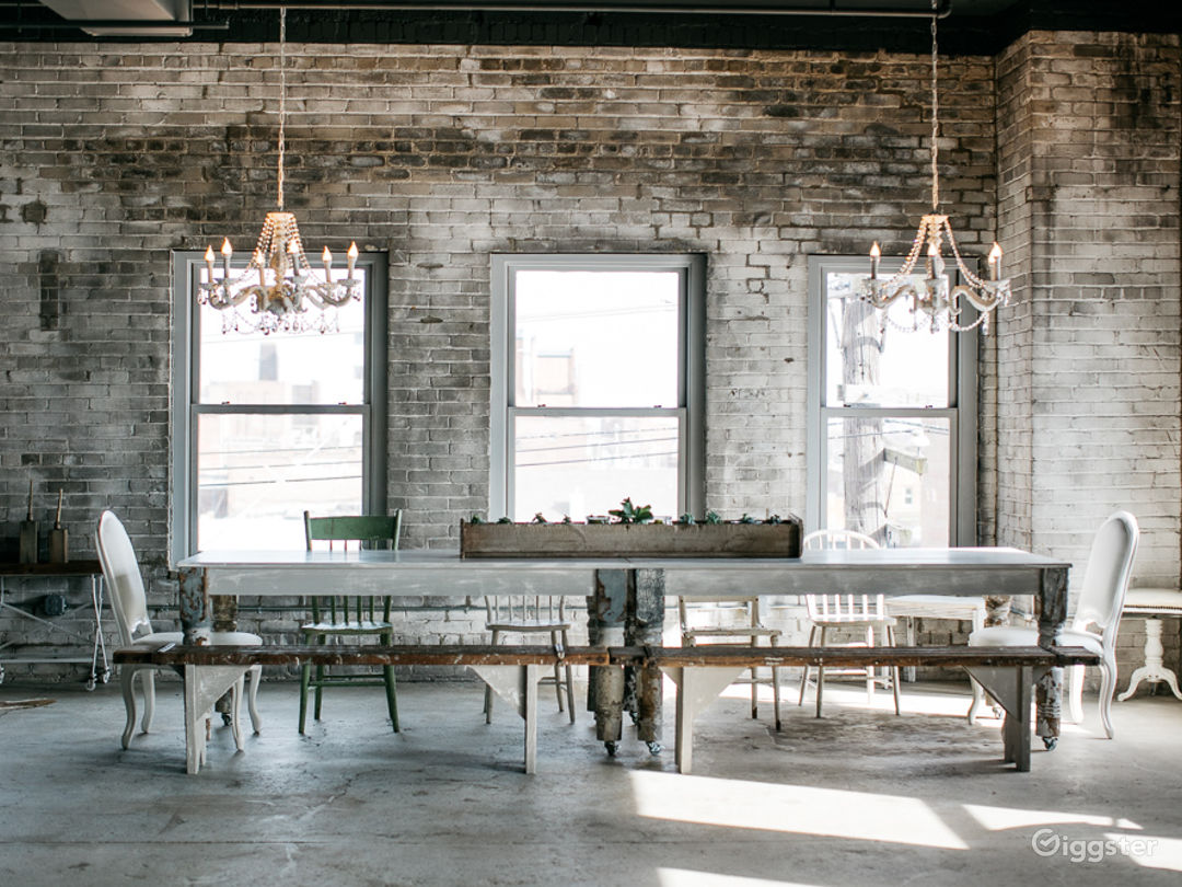 Industrial-chic Loft with Panoramic View  Photo 5
