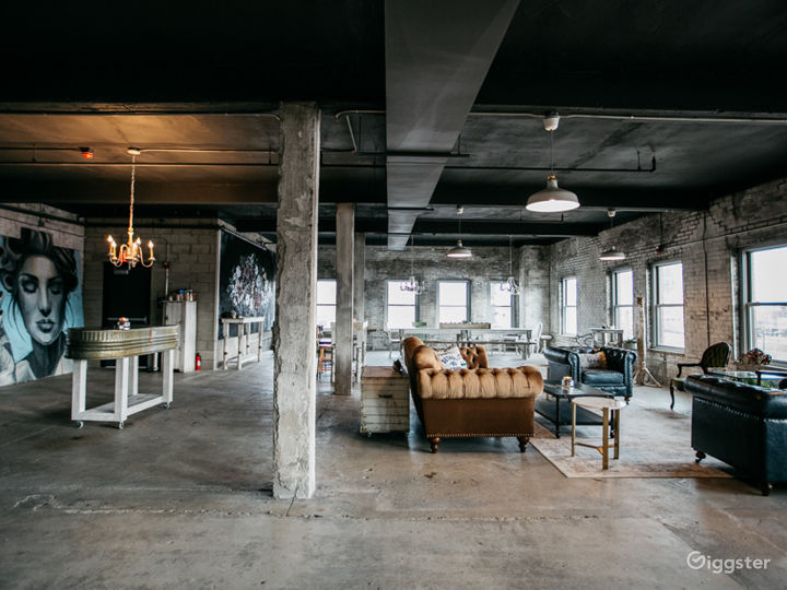 Industrial-chic Loft with Panoramic View