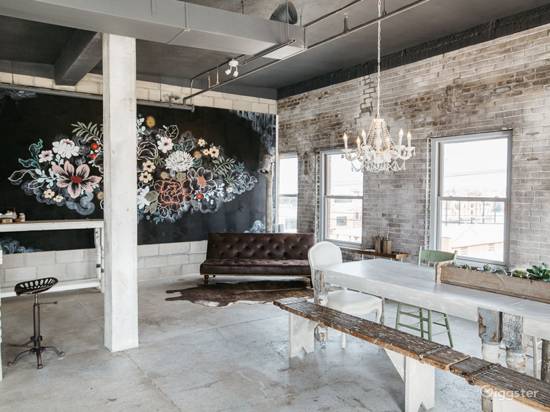 Industrial-chic Loft with Panoramic View  Photo 2