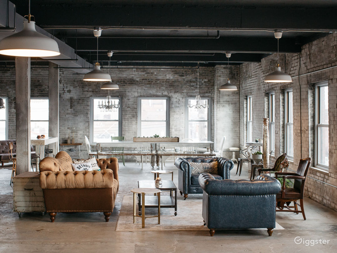 Industrial-chic Loft with Panoramic View  Photo 3