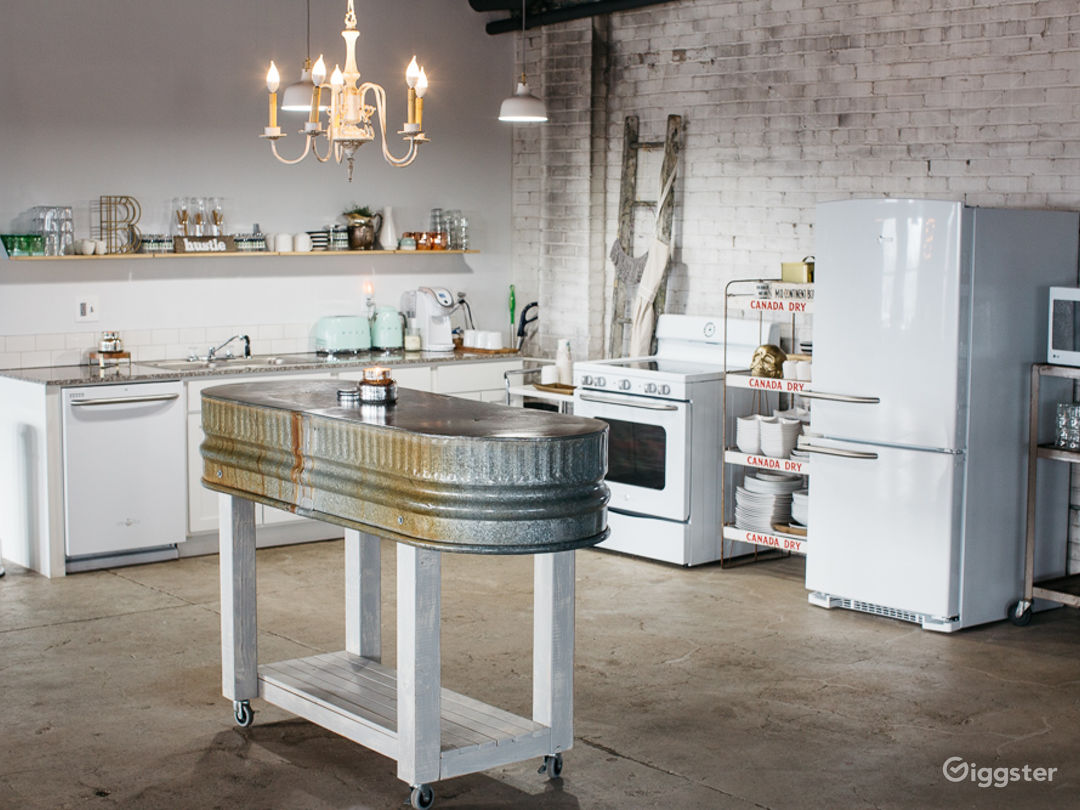 Industrial-chic Loft with Panoramic View  Photo 4