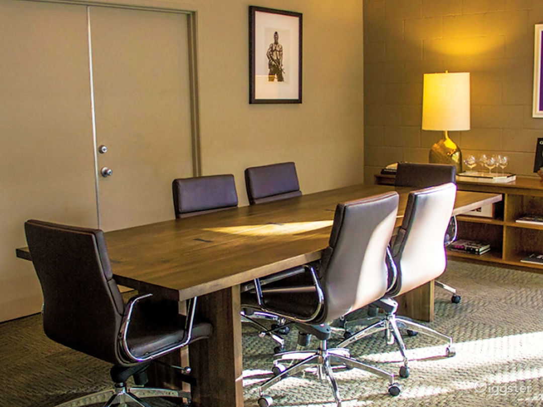 Spacious Meeting Room in Burbank  Photo 1