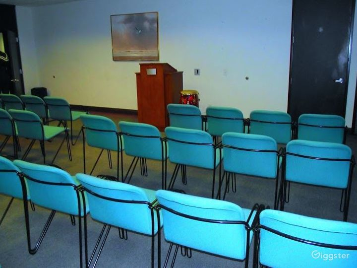 Light-filled Conference Room Photo 2