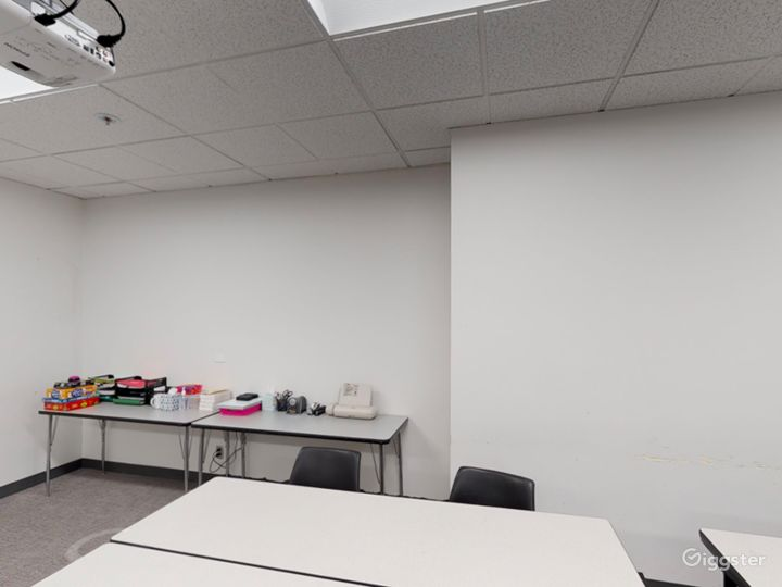 Well-kept Classroom in Portland Photo 3