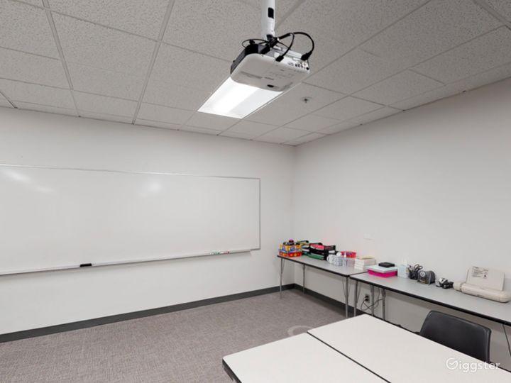 Well-kept Classroom in Portland Photo 4