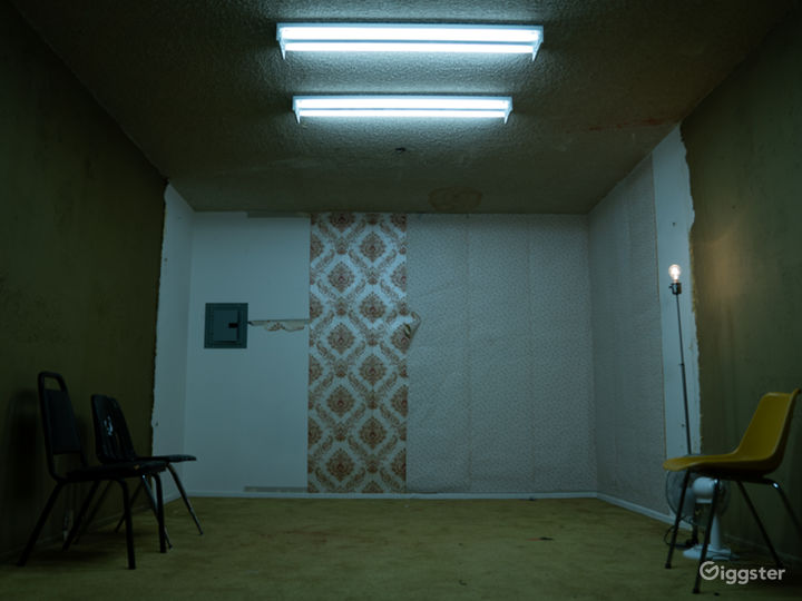 This room is a blank slate, ready for modification to your specifications! Flats available on-site to cover the back wall!
