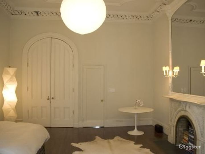 Contemporary NY apartment: Location 4036 Photo 3