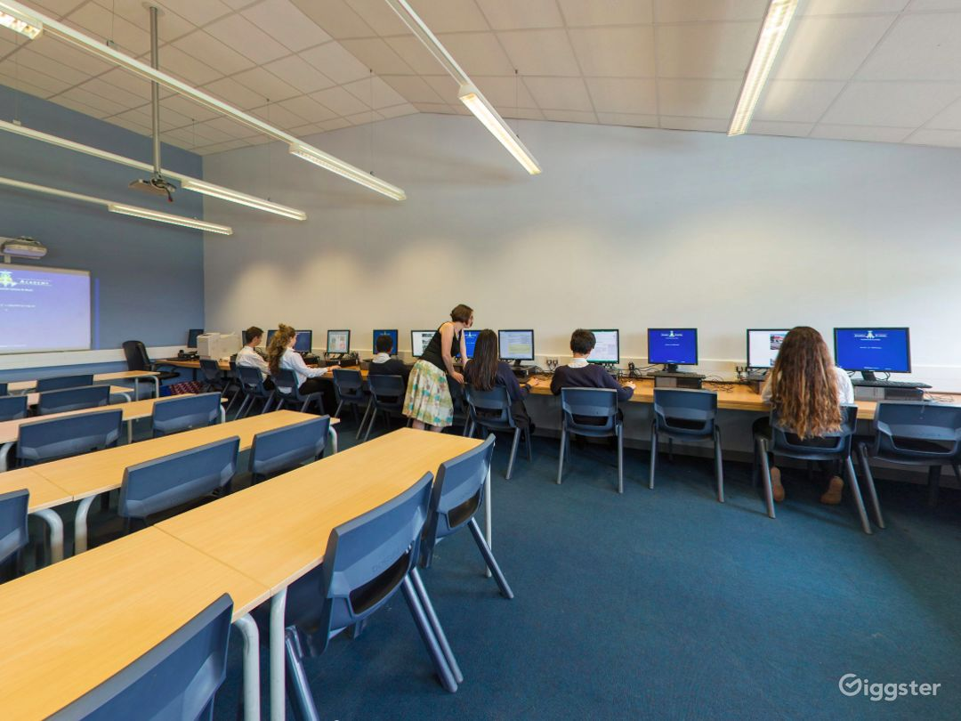 Well-equipped ICT Room in London Photo 1