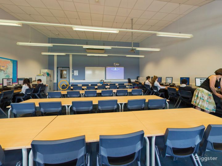 Well-equipped ICT Room in London Photo 2