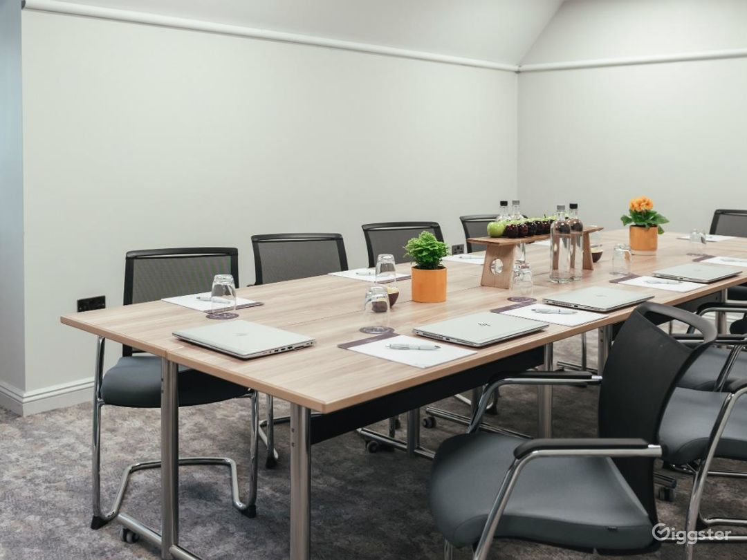 Bright Small Meeting Room for up to 10 people in Dorking Photo 1