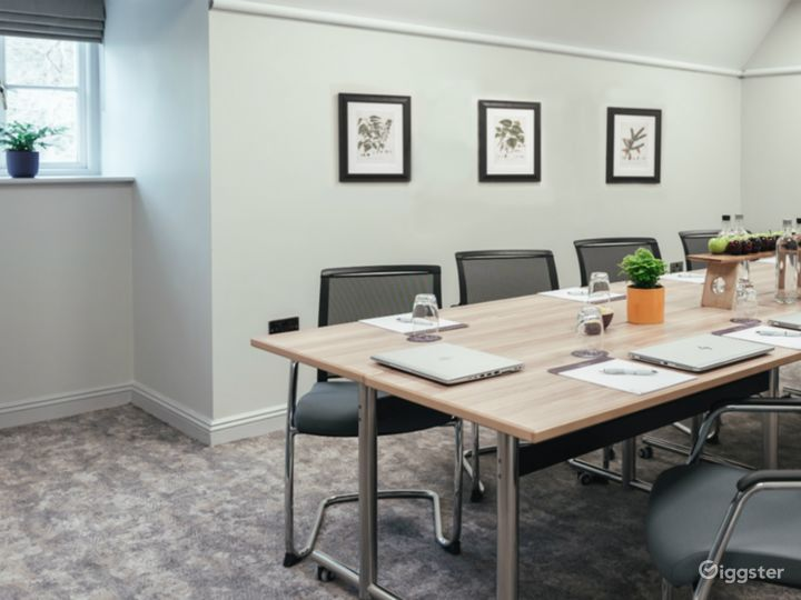 Bright Small Meeting Room for up to 10 people in Dorking Photo 2