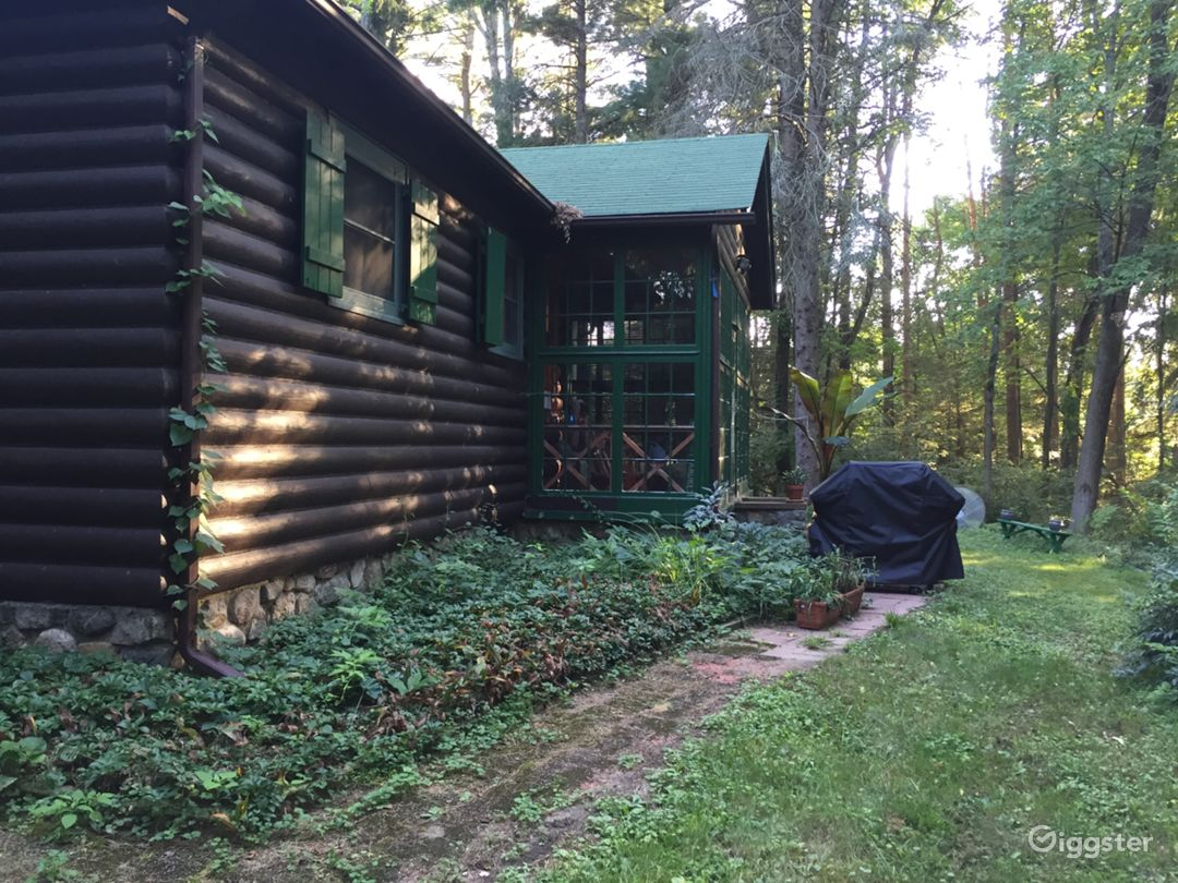 1940's Scandinavian Log Cabin with 1.5 acre of woods