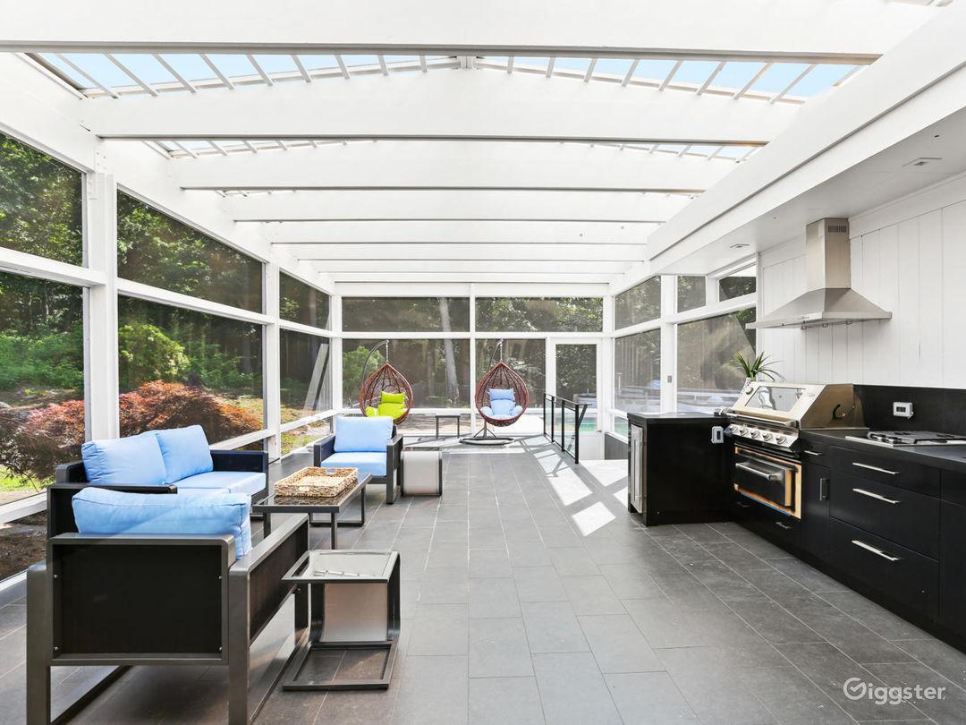 Contemporary suburban home w/pool: Location 5261 Photo 1