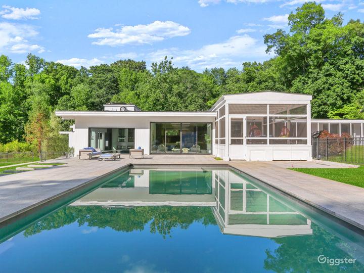 Contemporary suburban home w/pool: Location 5261 Photo 5