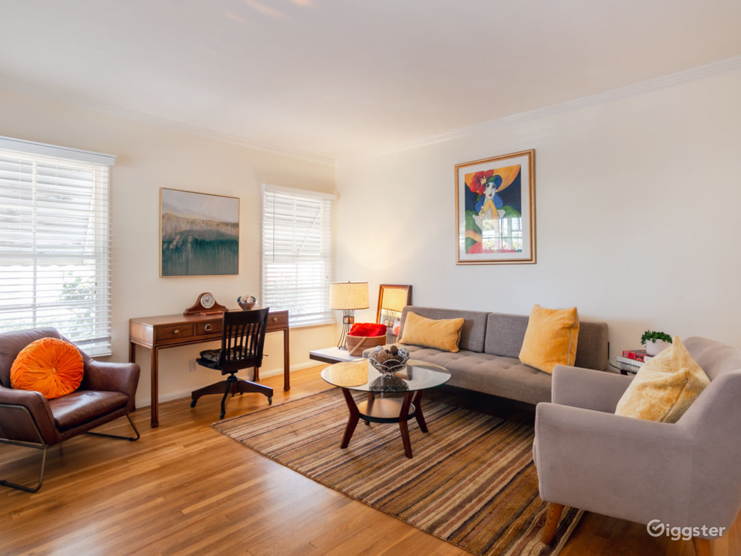 Charming 2 bedroom/1 bath with mid-century vibes in Prime Studio City compound.