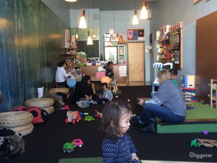 Kids Play House in Mid Wilshire - Play Room Photo 4