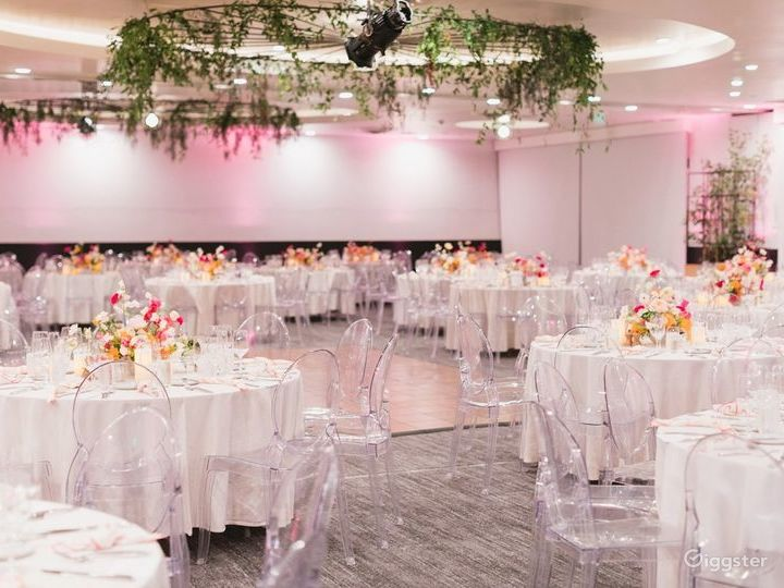 Gorgeous and Sunny Ballroom in LA Photo 3