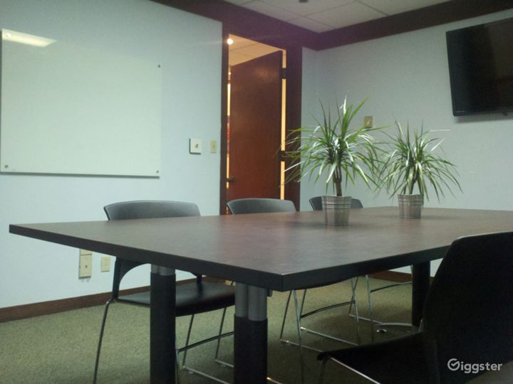 Stylish Meeting Room in Miami Photo 2