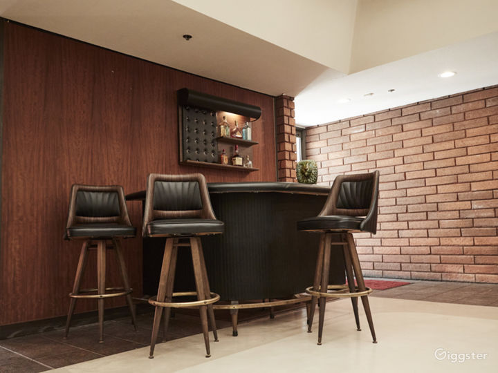 Lobby / Lounge - Mingle and grab a drink at the wet bar.
