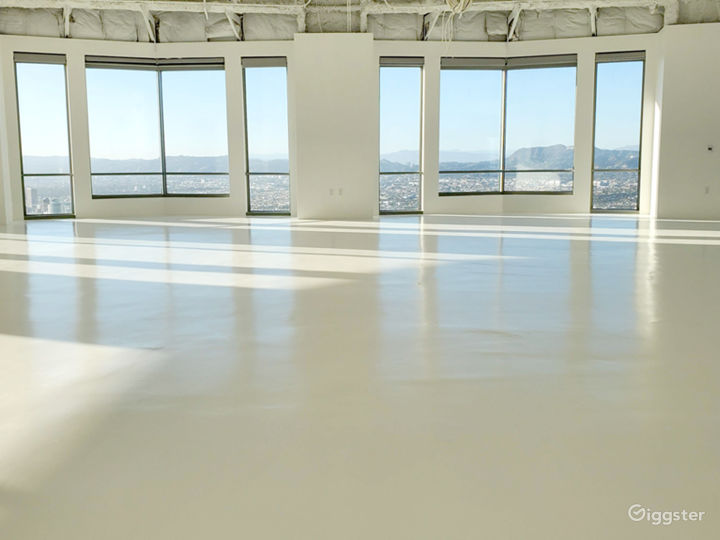 Premium space in exclusive US BANK TOWER Photo 5