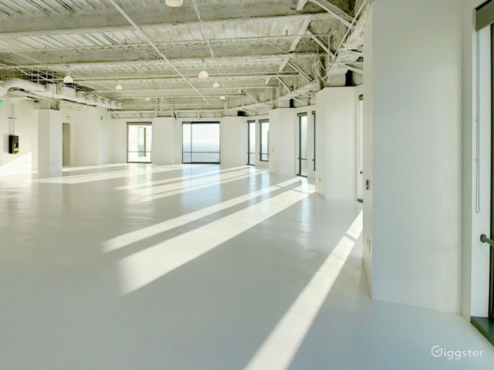 Premium space in exclusive US BANK TOWER Photo 4