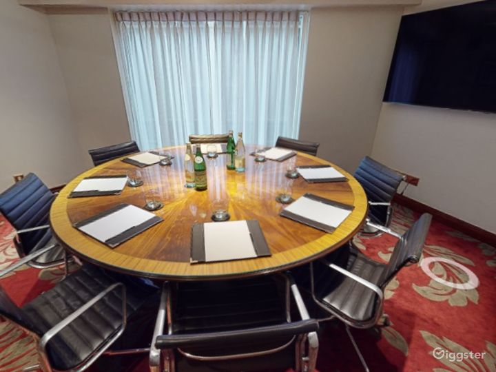 Spectacular Private Room 37 in London, Heathrow Photo 5