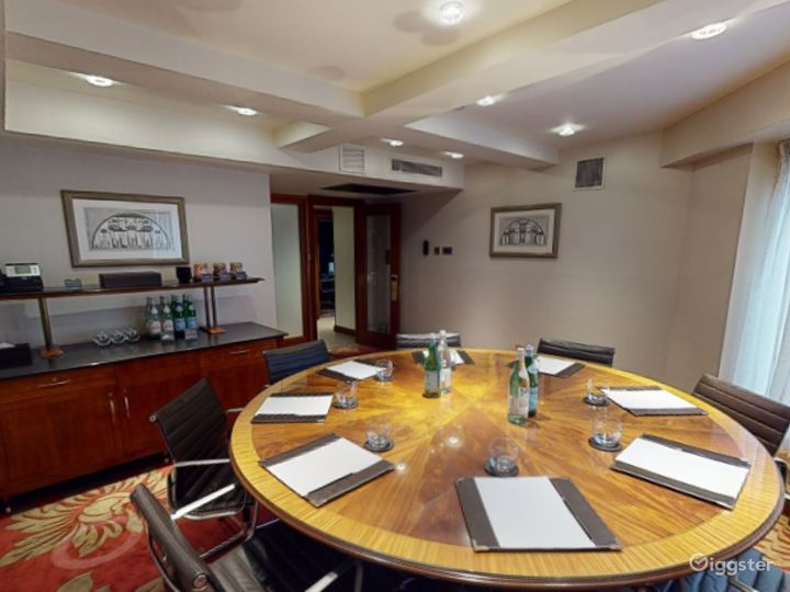 Spectacular Private Room 37 in London, Heathrow Photo 4