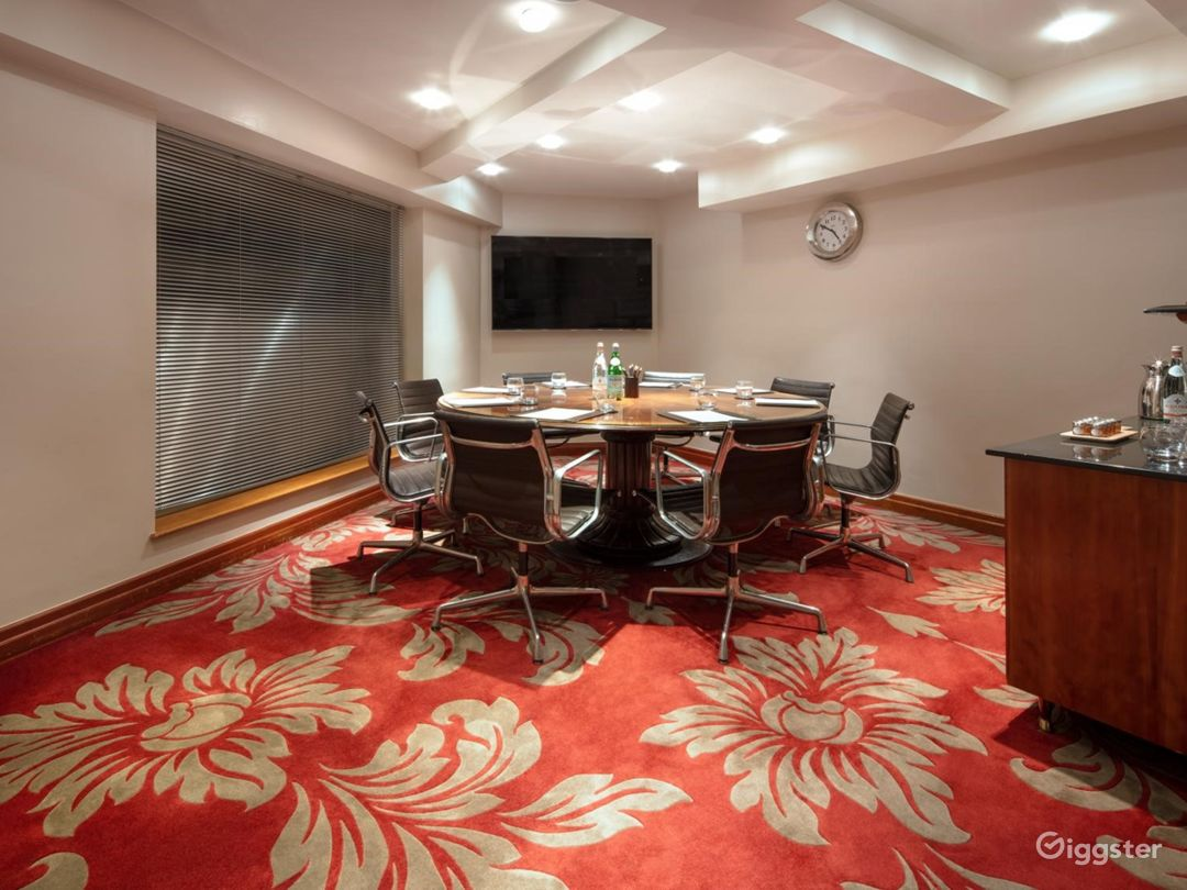 Spectacular Private Room 37 in London, Heathrow Photo 1
