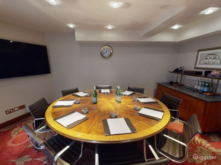Spectacular Private Room 37 in London, Heathrow Photo 2