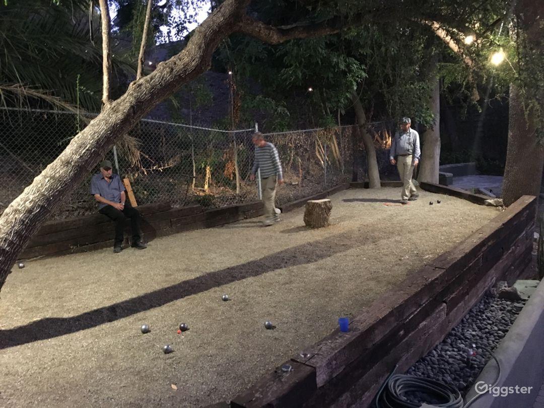 Night-lit boules / pétanque court