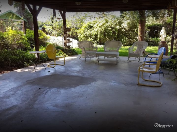 Covered Outside Patio for Photoshoots Photo 4