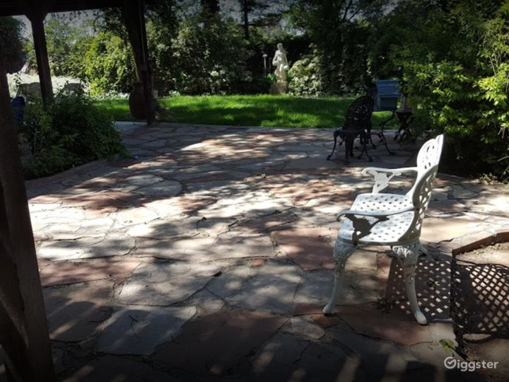 Covered Outside Patio for Photoshoots Photo 5